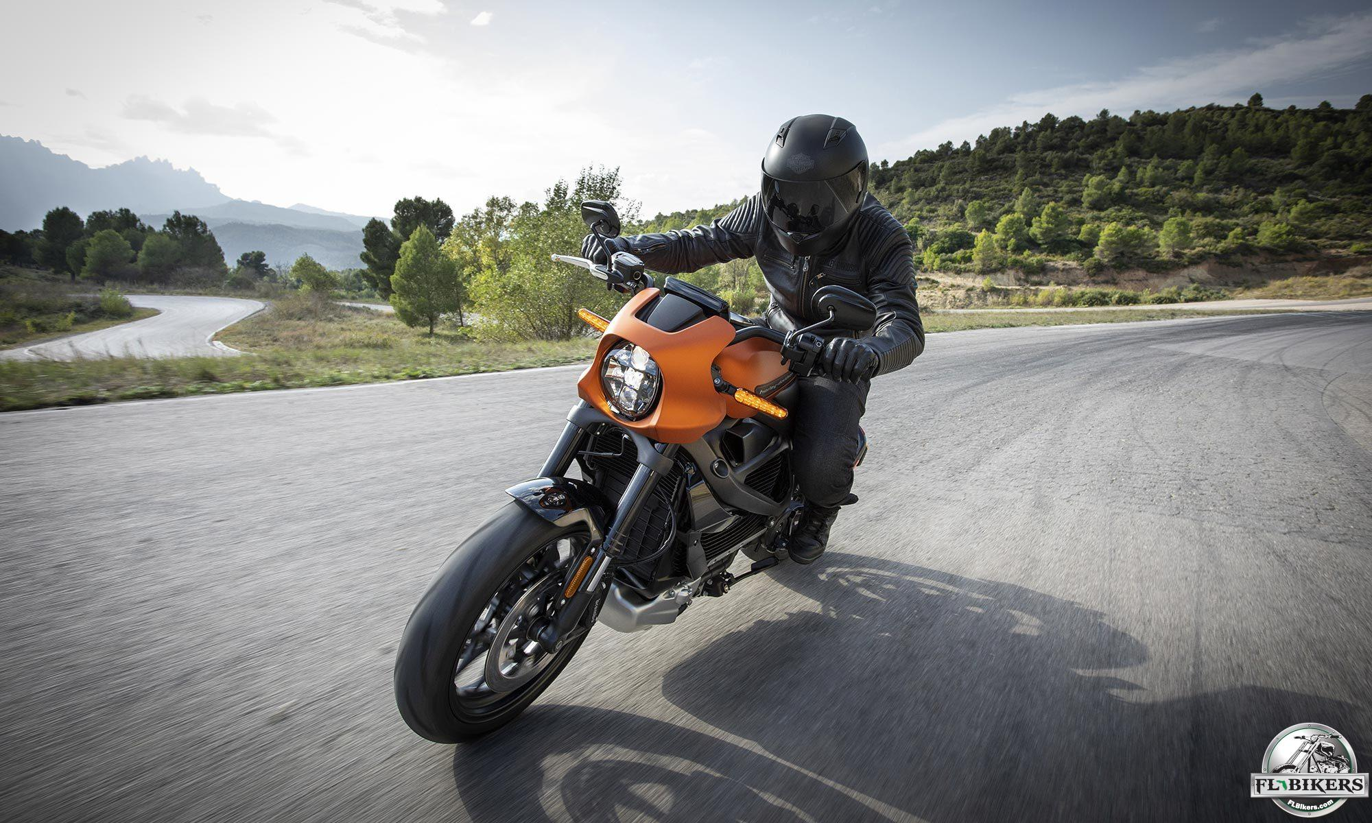 7 Must-Have Gadgets for Motorcyclists